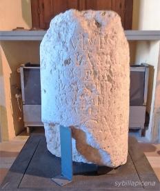 Pietra miliare di Tito, conservata presso il Museo archeologico di San Severino Marche