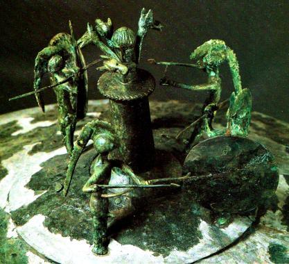 Coperchio bronzeo piceno con rituale di danza