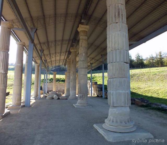 Il portico del santuario di Monterinaldo